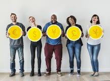 Różnorodni ludzie z wymian walut ikonami Obraz Royalty Free