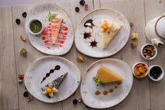 Różnorodni torty na desce Zdjęcie Royalty Free