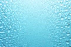 Różnorodnych rozmiarów wodne krople. Zdjęcia Stock