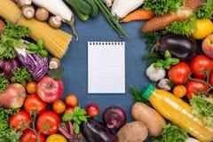 Różny jedzenie z notatnikiem z pustymi stronami Zdjęcie Royalty Free