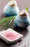 różowe soli w wannie Obrazy Stock