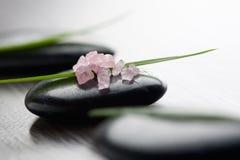 różowe soli w wannie Zdjęcie Stock
