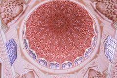 Różowi meczety Putra lub Masjid, Putrajaya, Malezja Obrazy Royalty Free