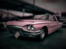 Różowy Ford Thunderbird zdjęcie stock