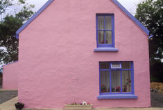 Różowy pastelu dom w Ardgroom wiosce, korek, Irlandia Fotografia Royalty Free