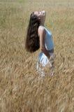 śródpolna dziewczyna Fotografia Stock