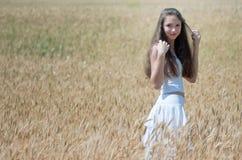 śródpolna dziewczyna Zdjęcia Stock
