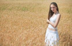 śródpolna dziewczyna Obrazy Royalty Free