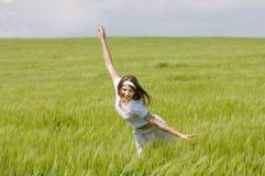 śródpolni dziewczyny zieleni potomstwa Zdjęcia Royalty Free