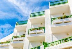 Śródziemnomorscy biali balkony Zdjęcie Royalty Free