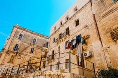 Śródziemnomorscy domy przy St Julians, Malta zdjęcie royalty free
