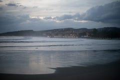 Śródziemnomorska linia brzegowa na chmurnym dniu Obrazy Stock