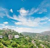 Śródziemnomorski krajobrazowy niebieskiego nieba St Tropez Francuski Riviera frank Zdjęcie Stock