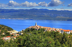 Śródziemnomorski miasteczko Vrbnik, wyspa Krk, Chorwacja Zdjęcie Royalty Free
