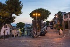 Róg ulicy w evening Silvi Paese Włochy Fotografia Royalty Free