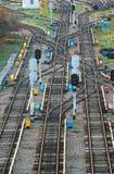 Równoległe linie kolejowe z złączami i zmianami Zdjęcia Royalty Free