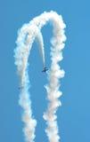 Równolegli pikowanie wyczynu kaskaderskiego samoloty Zdjęcia Stock