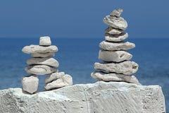 Równowaga ostrosłupów kamienie Obrazy Royalty Free