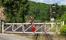 Równy skrzyżowanie bramy na kraj linii kolejowej Zdjęcia Royalty Free