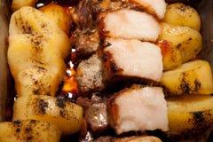Rôti de porc et pommes de terre Photographie stock libre de droits