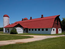 röd överkant för ladugård Arkivbild