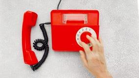 Röd antik roterande telefon arkivfilmer
