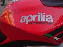 Röd Aprilia motorcykel Arkivbilder