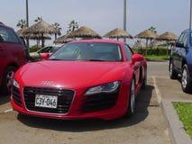 Röd Audi R8 V8 FSi kupé som parkeras i Chorrillos, Lima Royaltyfria Bilder