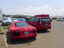 Röd Audi R8 V8 FSi kupé som parkeras i Chorrillos, Lima Fotografering för Bildbyråer