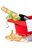 Röd bästa hatt med champagne och banderoller Arkivfoton