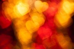 Röd bakgrund för hjärtaformferie Arkivfoto