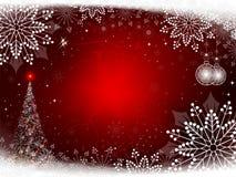 Röd bakgrund för jul med julgranen och bollar Arkivfoto