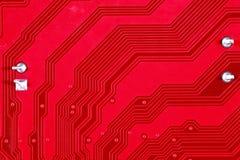 Röd bakgrund för textur för strömkretsbräde av datormoderkortet Arkivbilder