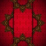 Röd bakgrund med den guld- kungliga ramen  Royaltyfri Foto