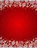 Röd bakgrund med ramen av snöflingor Arkivfoto