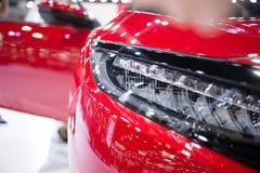 Röd bil för billykta Arkivfoto