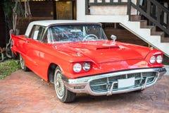 Röd bil för tappning Arkivbild