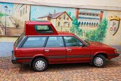 Röd bil med popöverkanten i Baden Baden Royaltyfri Fotografi