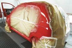 Röd bilmålningprocess Arkivbild