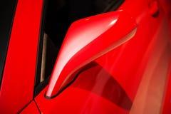 Röd bilspegel Royaltyfri Foto