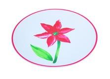 Röd blomma på plattan Arkivfoton