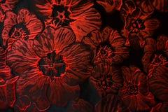 Röd blommamodell för Carmine på svart jacquardtyg Fotografering för Bildbyråer