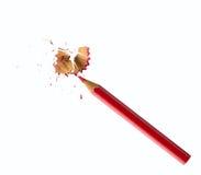 Röd blyertspenna och shavings royaltyfri foto
