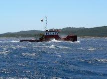 röd bogserbåt Royaltyfria Foton