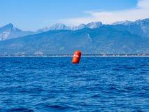 Röd boj för regatta Royaltyfri Fotografi