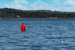 Röd boj i Maine Bay Arkivbilder