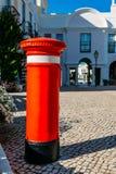 Röd bokstavspillerask för UK på den gamla byn, ett stillsamt inbrott Algarven som omges av den Pinhal golfbanan och Royaltyfria Bilder