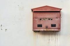 Röd brevlåda Fotografering för Bildbyråer