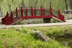 Röd bro Arkivbild