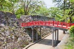 Röd bro av den Marioka slotten, Marioka stad, Japan Royaltyfri Fotografi